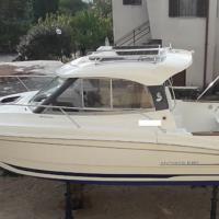 Prodam odlično ohranjen motorni čoln znamke Beneteau Antares 6,80 HB z motorjem Suzuki DF 115 TL.